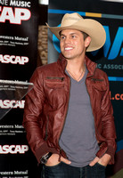 Dustin Lynch #1